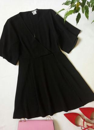 Маленькое черное платье с запахом