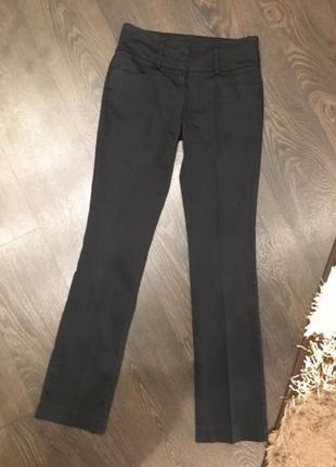 Черные школьные брюки со стрелками