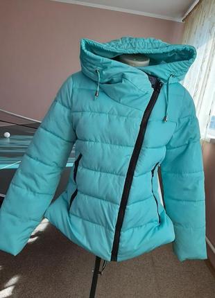 Теплая обьемная легкая куртка 44-46р