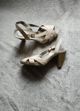 Босоножки на каблуке clarks