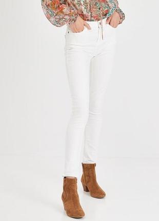 Белые, очень стильные джинсы promod promod