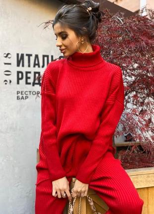 Вязаный теплый костюм в красном цвете