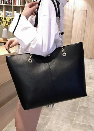 Стильная базовая чёрная сумка шоппер на цепях экокожа