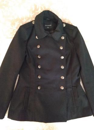 Пальто чорного кольору фірми top secret