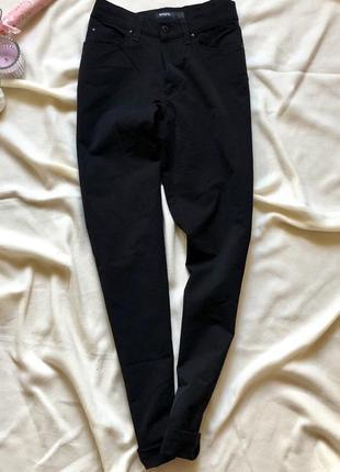 Классические стрейтчевые брюки прямого кроя