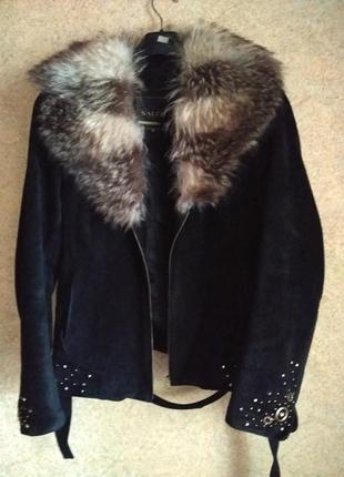 Куртка замшевая 2 в1  со стразами и енотовым воротом,