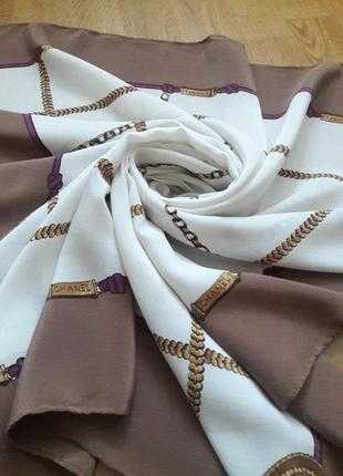 Шелковый платок chanel.