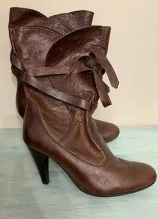 Кожаные осенние сапоги на небольшом каблуке от topshop