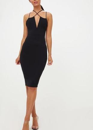 Чёрное миди платье с v-образным вырезом
