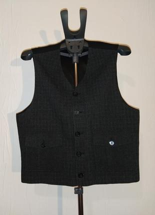 Мужской шерстяной жилет с накладными карманами