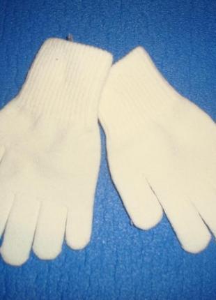 Перчаточки новые. без бирки. c&a , перчатки белые