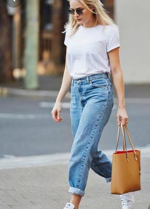 Актуальные джинсы свободного кроя