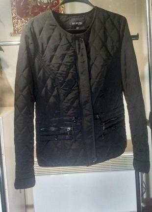 Деми курточка на легком синтепоне