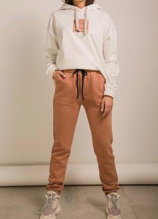 Спортивные штаны с начесом зимние теплые брюки на флисе с полоской