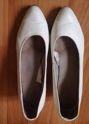Кожаные белые туфли-лодочки