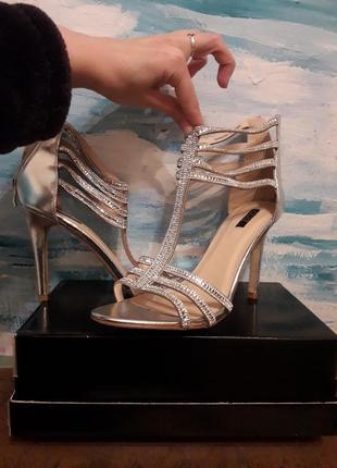 Туфли серебро стразы блестящие