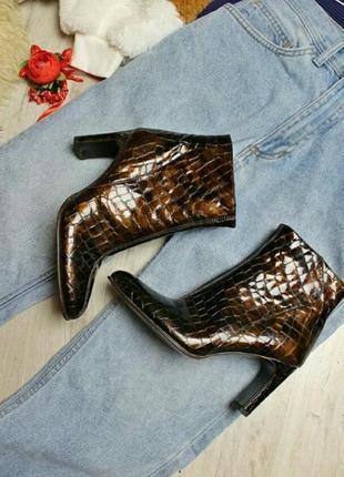 Винтажные ботинки на каблуке