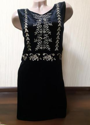 Бархатное платье с вишивкой