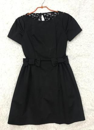 Маленькое черное платье с бантиками