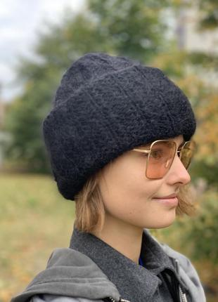 Мохеровая шапка чёрного цвета
