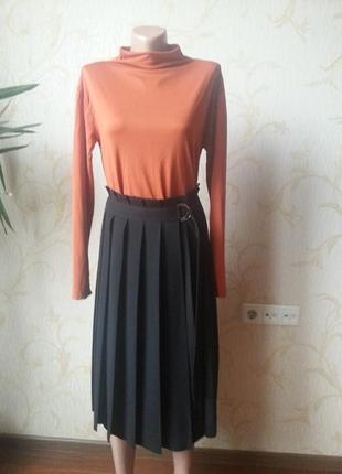 Черная юбка в складки cos