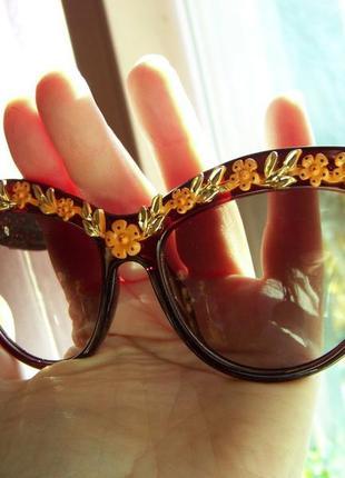 Солнцезащитные очки коричневые с дымчатой линзой и 3d цветочным дизайном италия4 фото