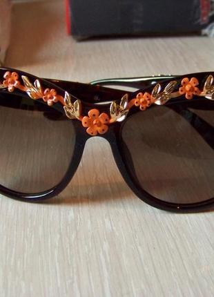 Солнцезащитные очки коричневые с дымчатой линзой и 3d цветочным дизайном италия3 фото