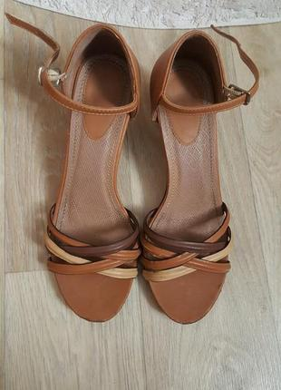 Женские туфли на каблуке босоножки бежевые