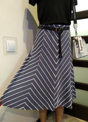 Стильная мягкач трикотажная юбка светло-серая в белый рубчик