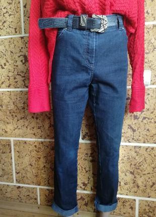 Базовые джинсы. синие джинсы. прямые джинсы. джинси.