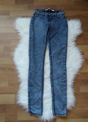 Легенькі джинсові штани брюки