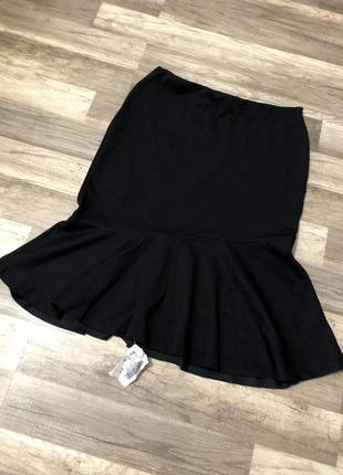 Чёрная юбка с воланом внизу
