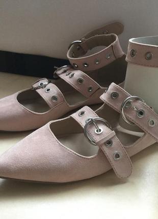 Туфли остроносые, лодочки с острым узким носом, ремешок на щиколотке