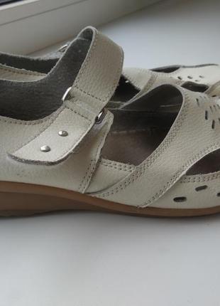 Легкие кожаные туфли, мокасины