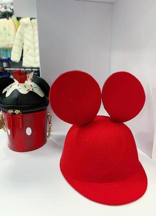 Жокейка, кепі mickey mouse.