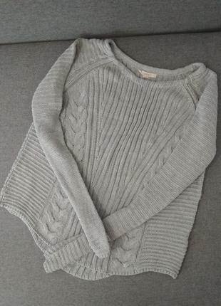 Серый свитер оверсайз с длинными рукавами базовый свитер