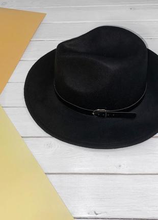 Чёрная шляпа из фетра с прямыми полями