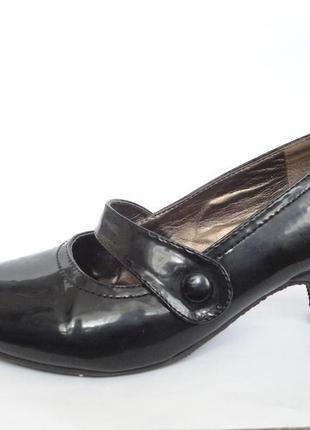 Туфли лаковые р.40