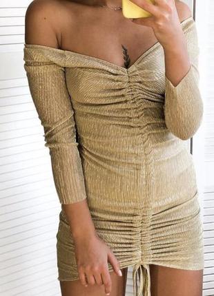 Шикарное коктейльное золотое платье мини с открытыми плечиками от