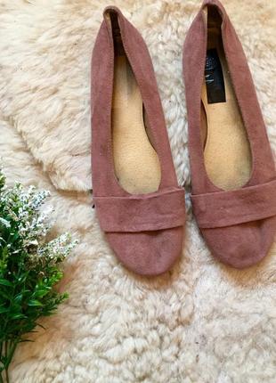 Пудровые замшевые туфли
