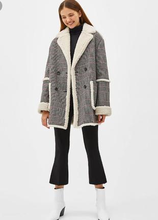 Зимнее пальто на овчине bershka