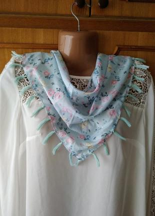 "Голубой платок косынка с бахромой ""цветы и бабочки"" h&m"