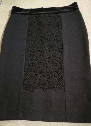 Черная класическая юбка с кружевной отделкой