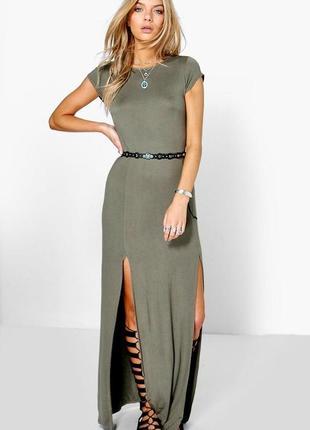 Стильне плаття з розрізами