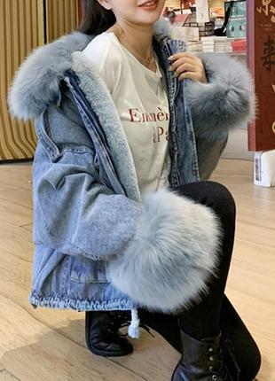 Модная джинсовая куртка с мехом на подкладке