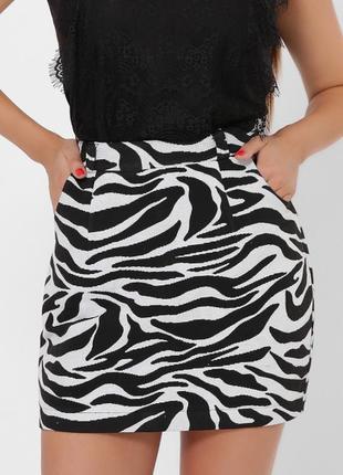 Модная женская мини-юбка.