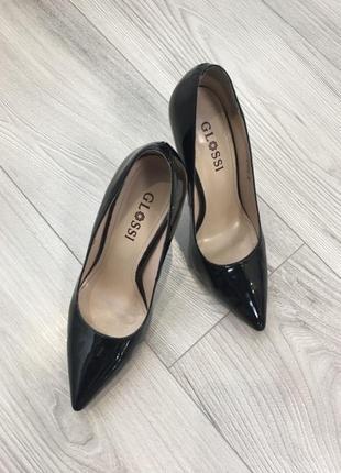 Туфли лодочки лаковые чёрные кожа каблук