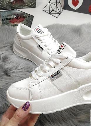 Красивенные белые кроссы распродажа