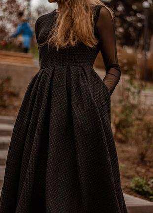 Красивое скромное теплое платье