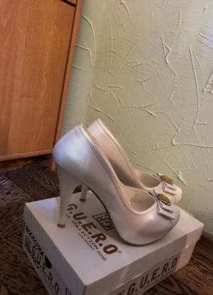 Жемчужные туфли